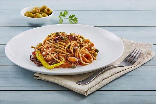 Spaguetti con pulpo y aceitunas