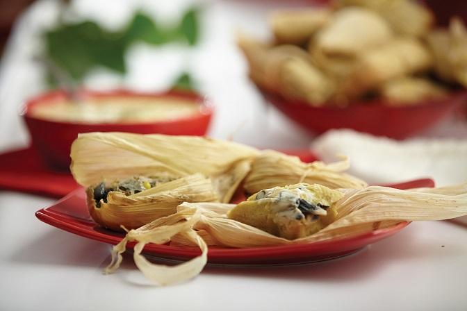 Tamales de huitlacoche y queso Oaxaca