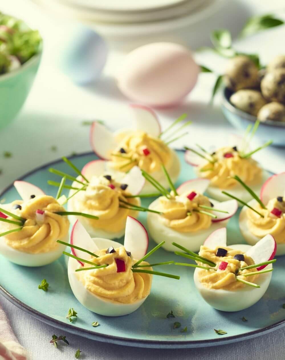 Wielkanocne jajka faszerowane w kształcie króliczków