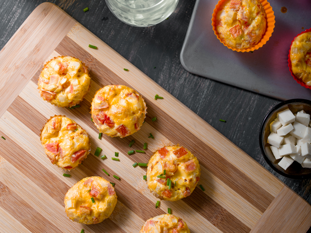 Mini quiches con queso y vegetales