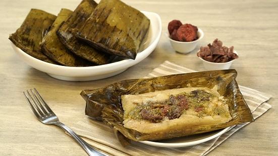 Tamales con salsa asada y cecina