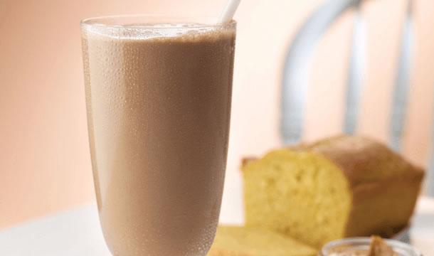 Bebida fría de chocolate y cacahuate