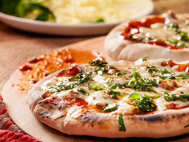 Pizza de chorizo en salsa pepperonatta