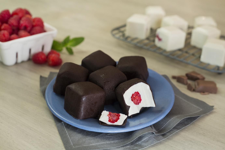 Bombones de frambuesa y chocolate