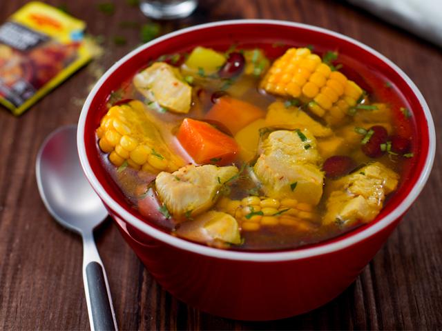 Sopa de Pollo con Verduras y Frijoles
