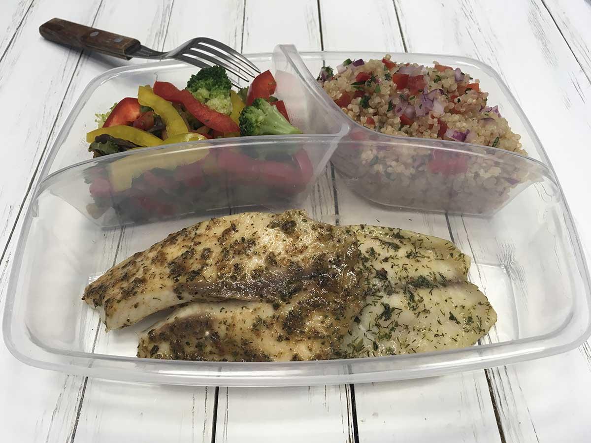 Filete de pescado con ensalada de quinoa
