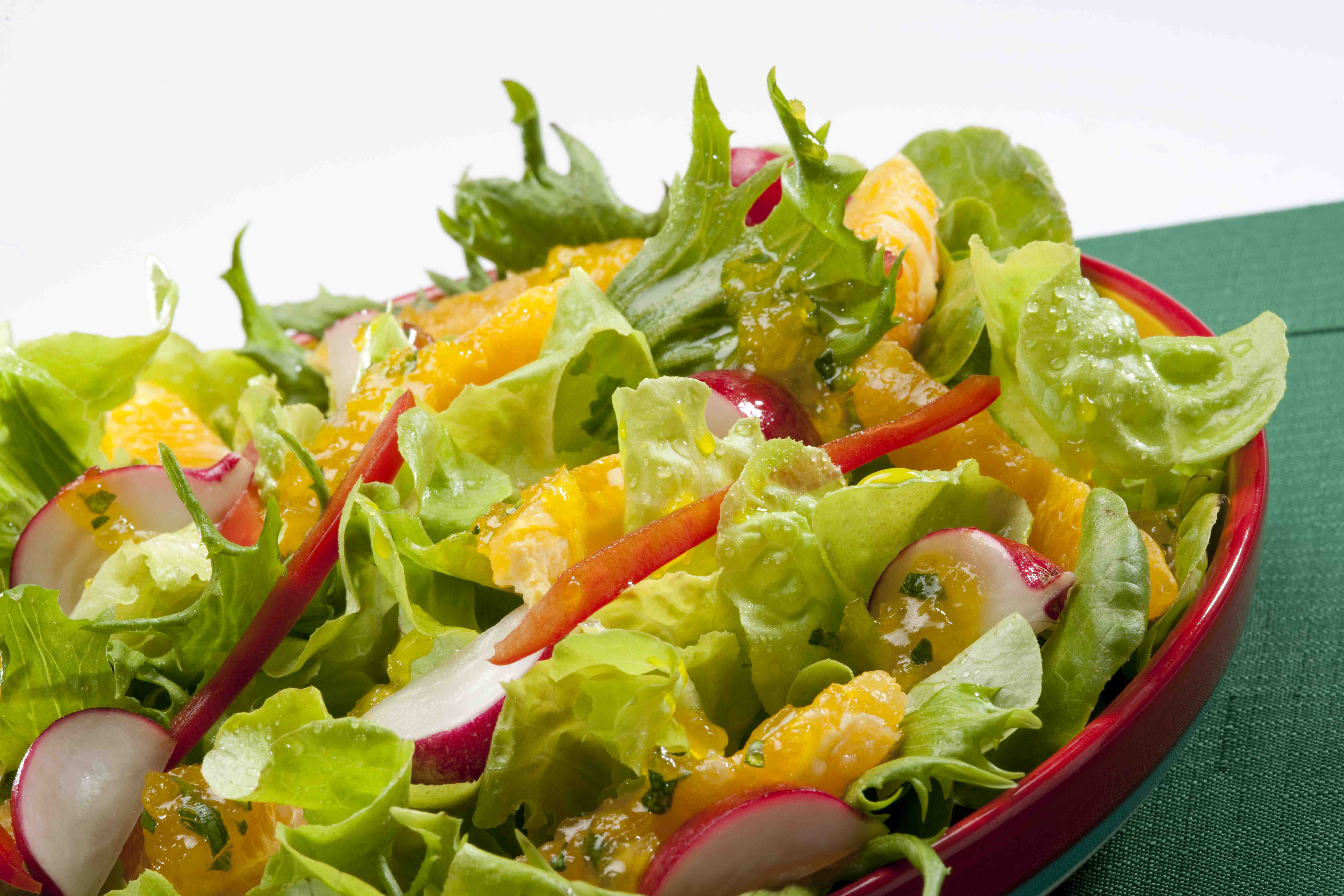 Ensalada fresca con naranja