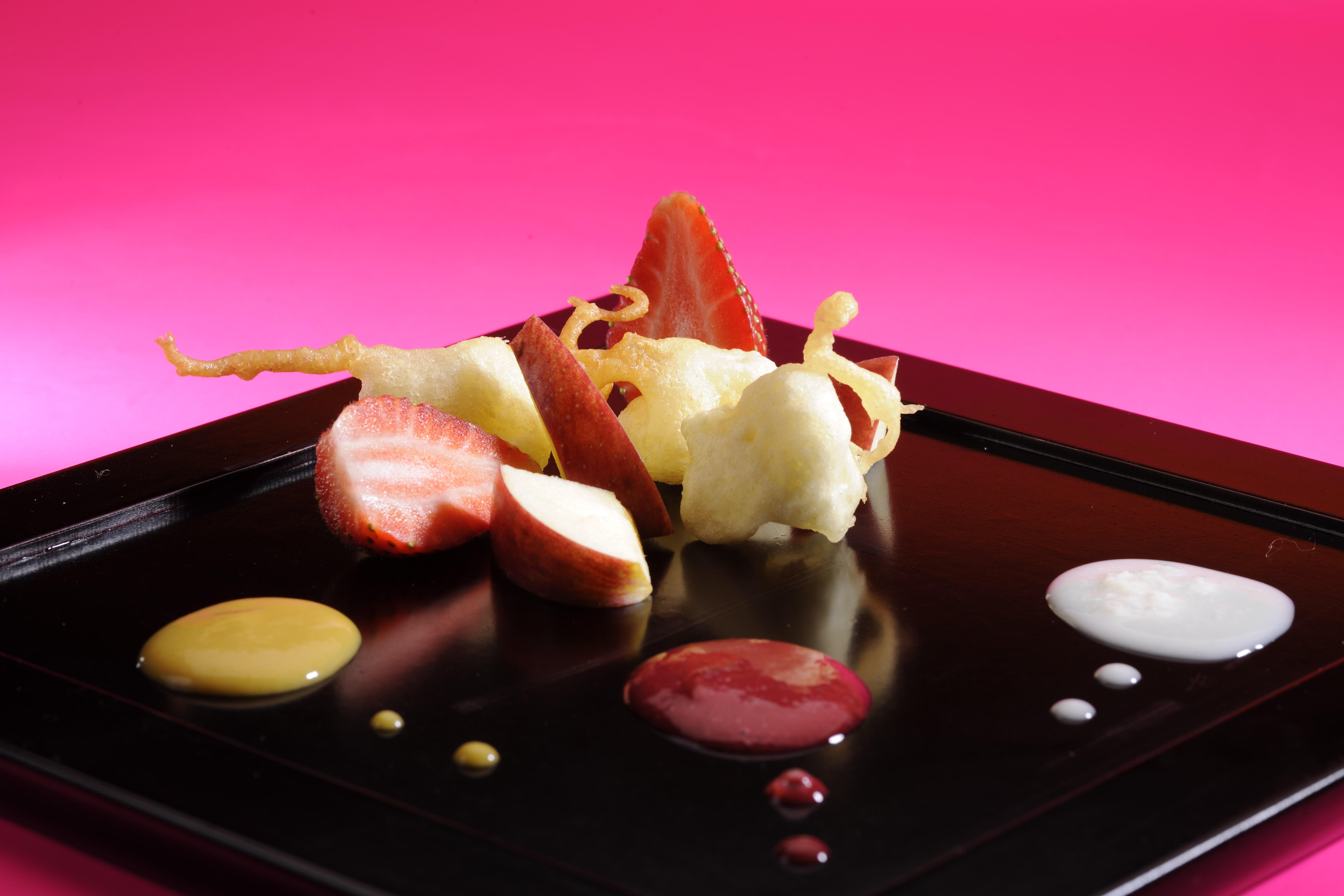 Tempura de Frutas Doradas con Tres Salsas