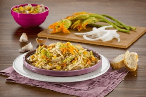 Espagueti con salsa de flor de calabaza