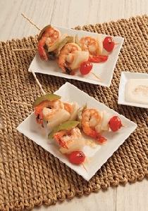 Brochetas de camarón con salsa de ajo - pimienta