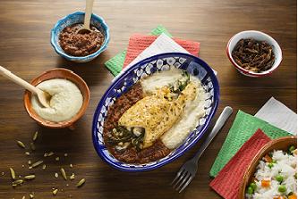 Pollo relleno de huitlacoche con salsa de chapulín