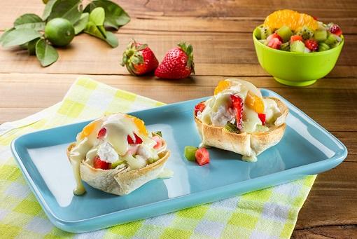 Canastas de frutas y queso