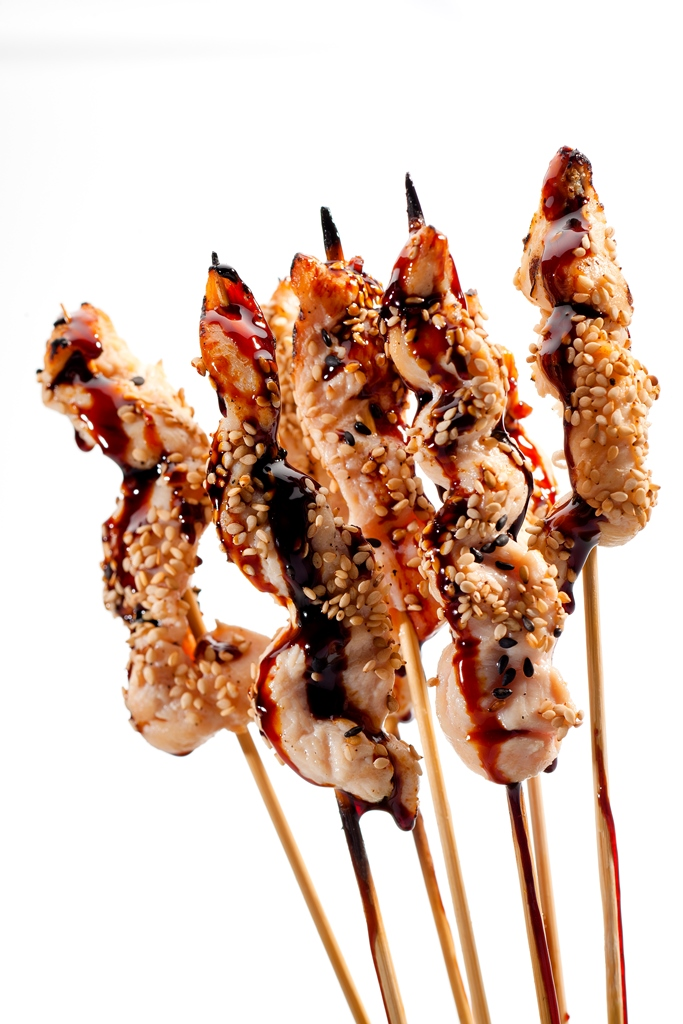 Satay de pollo