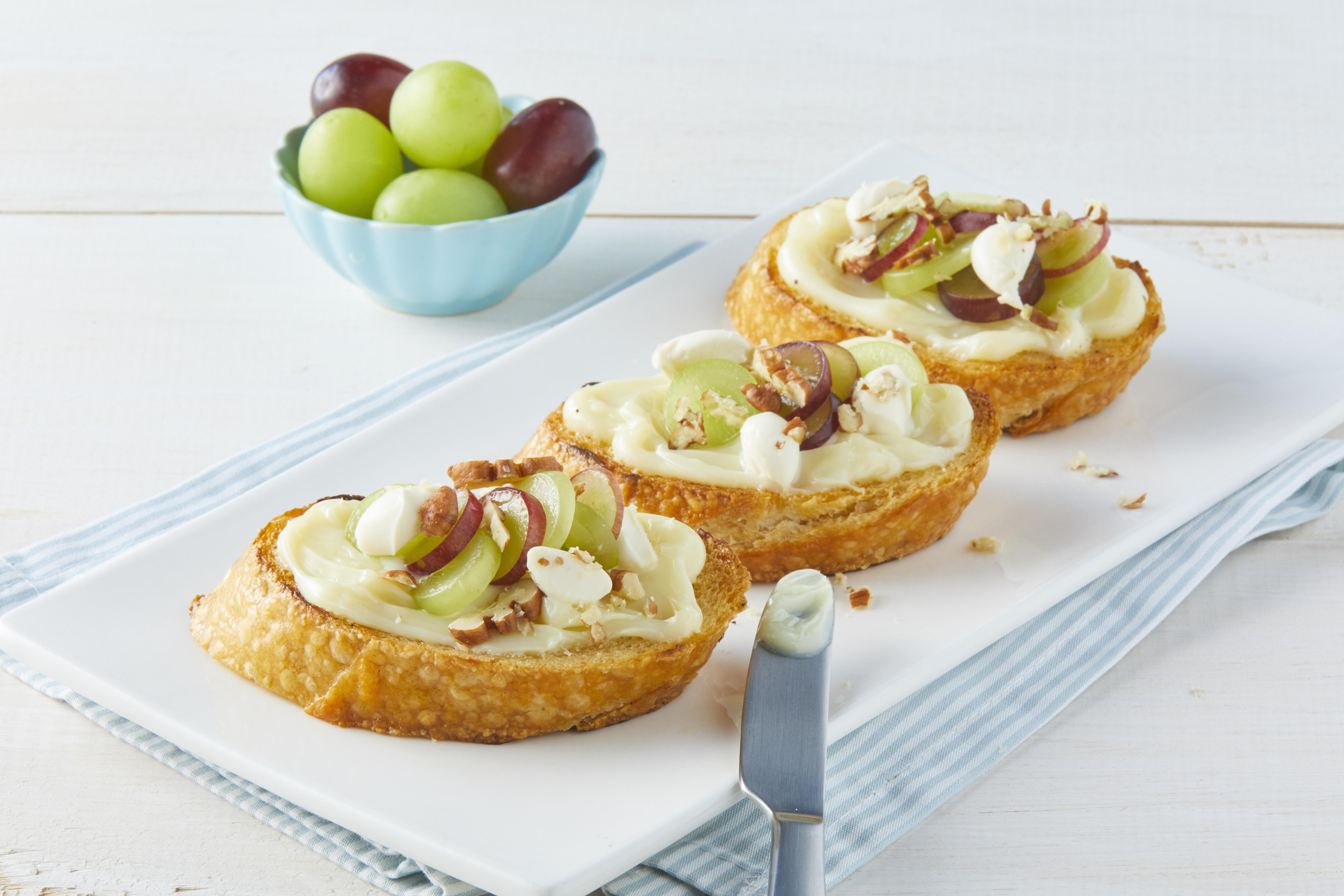 Mollete de uvas con queso mascarpone