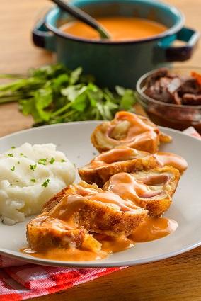 Rollitos de pechuga en salsa de chipotle y pasilla