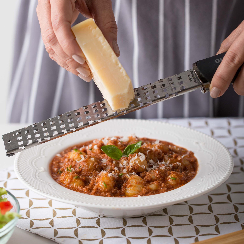 Ñoquis a las Hierbas con Salsa Picante