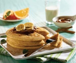 Hot cakes con plátano y canela