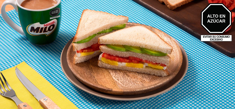 Sándwich de Tomate, Huevo y Palta
