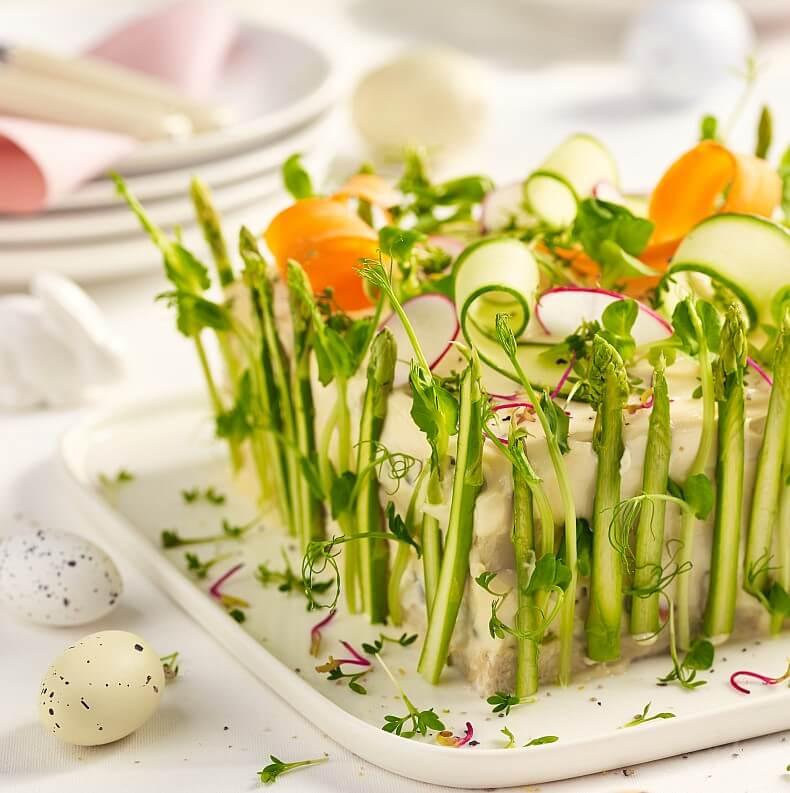 Wiosenny tort sałatkowy