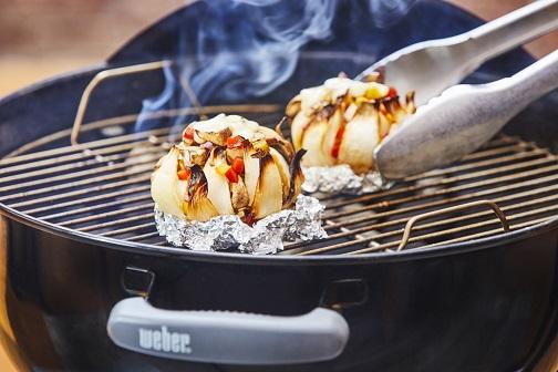 Cebolla con alambre de champiñones al asador