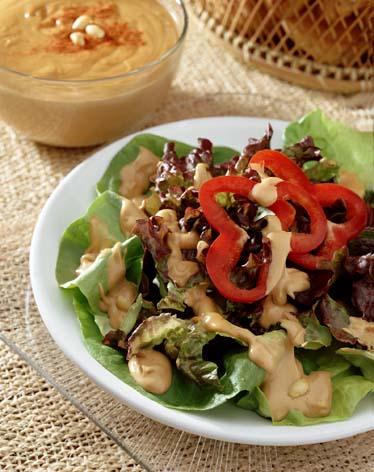 Ensalada al aderezo de cacahuate y pimiento