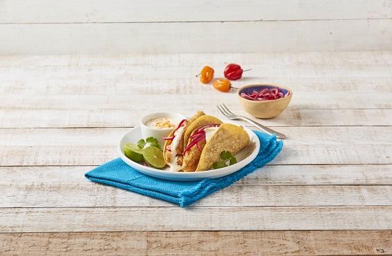 Tacos de pescado con aderezo de habanero