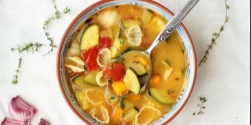 Zupa z cukinii z makaronem