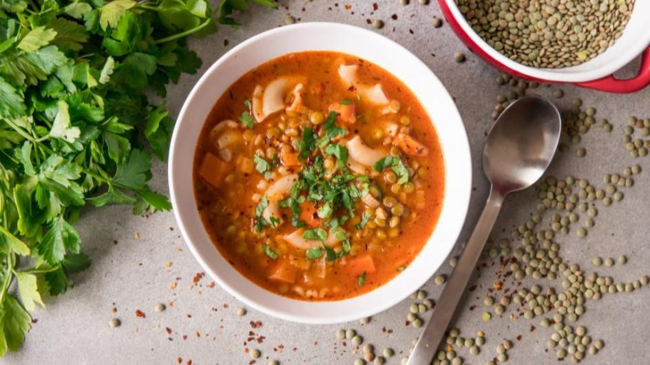 Zupa z soczewicy zielonej z makaronem