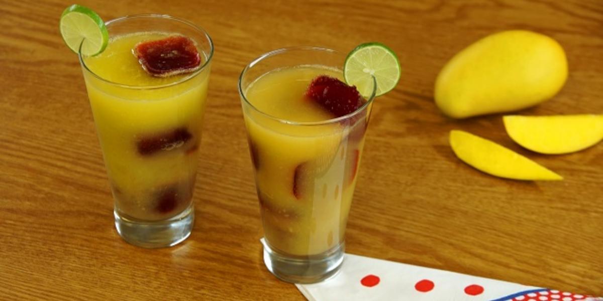 Agua de mango con hielos-chamoy
