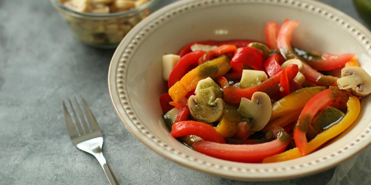 Ensalada de Pimientos y Mozzarella con Salsa Verde