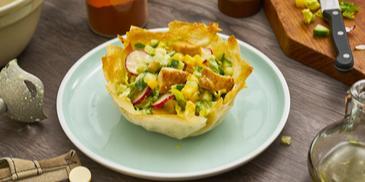 Caesar-Salat im Filo-Körbchen