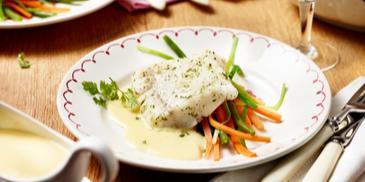 Kabeljau auf Gemüsestreifen à la Nouvelle Cuisine