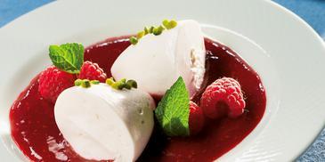 Vanilla-Mousse mit Himbeersauce