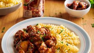 Makaron z kurczakiem, cukinią i sosem z suszonymi pomidorami