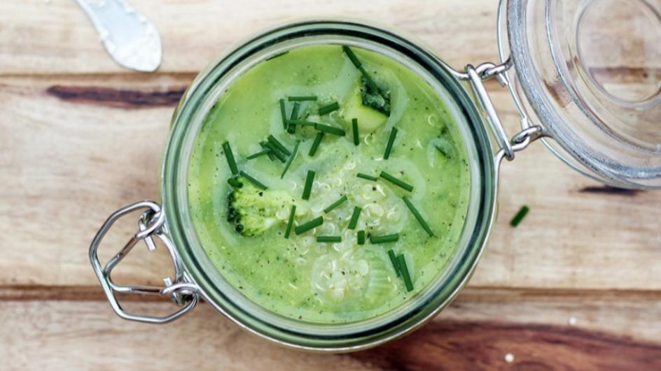 Superfood na pierwsze danie, czyli zielona zupa z komosą ryżową i blanszowanym brokułem