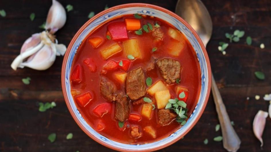 Zupa gulaszowa węgierska na boczku