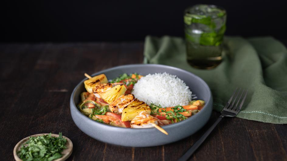 Thai Curry mit Garnelen-Ananas-Spießen