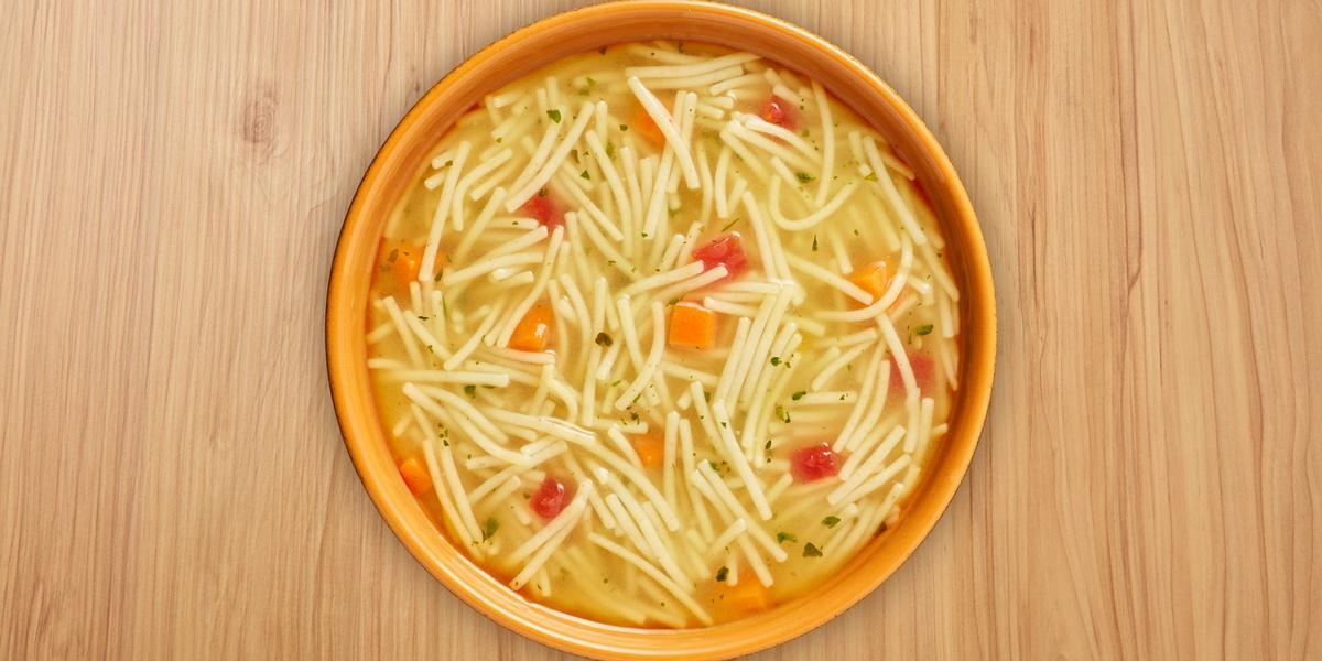 Sopa de fideos con pollo y vegetales MAGGI