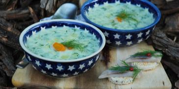 Zupa koperkowa z kanapeczkami śledziowymi