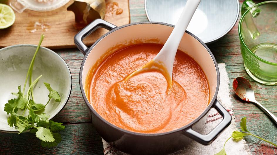 Karotten-Ingwer-Suppe mit Thai Curry