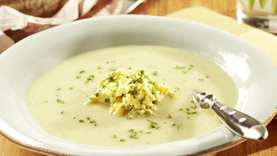 Blumenkohl-Broccoli-Suppe mit Schnittlauch-Rührei