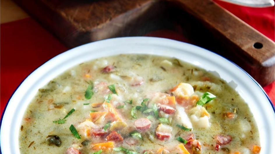 Zupa ogórkowa z kabanosami