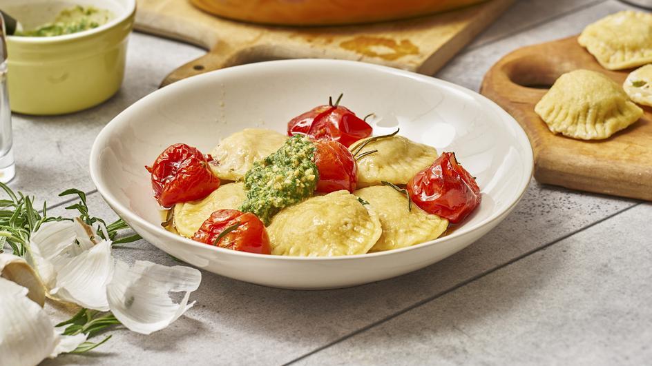 Mangold-Ravioli mit confierten Tomaten