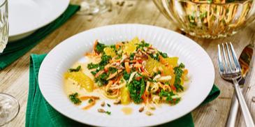 Grünkohlsalat mit Möhren und Orangen