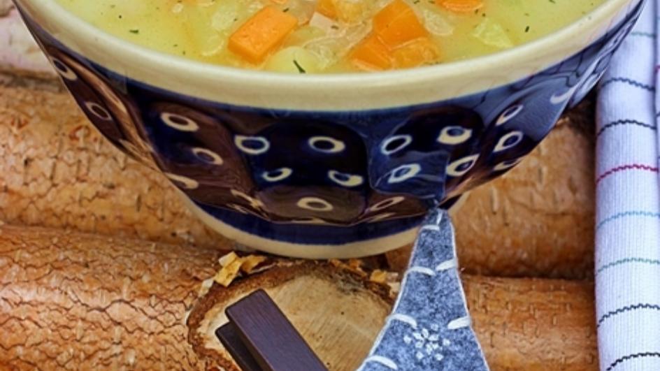 Zupa ogórkowa ze świeżych ogórków gruntowych