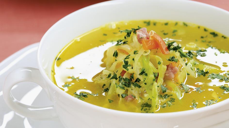 Bunte Gemüsesuppe mit Spitzkohl