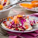 Σαλάτα λάχανο καρότο με ξινόμηλο και ρόδι