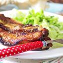 Сочни свински гърди с червено вино на скара
