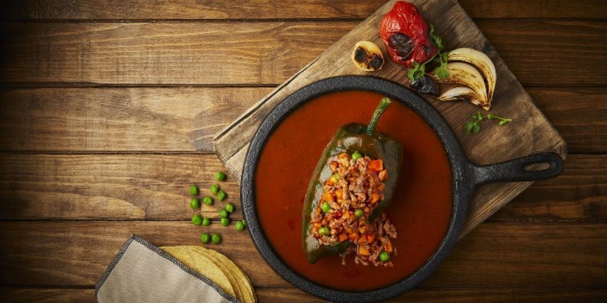 Chiles rellenos de picadillo con tomate