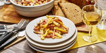 Klassischer Wurst-Käse-Salat